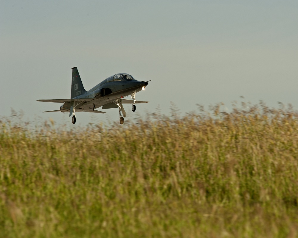 USAF T-38 Trainer Jet Crashes During A Touch-and-go Training Killing Both Pilots